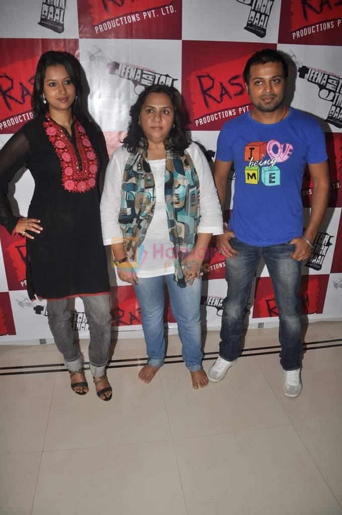 Pooja Welling, Aparna Hoshing, Manish Vatsalya at Promotion of Jeena Hai Toh Thok Daal in Mumbai on 11th July 2012