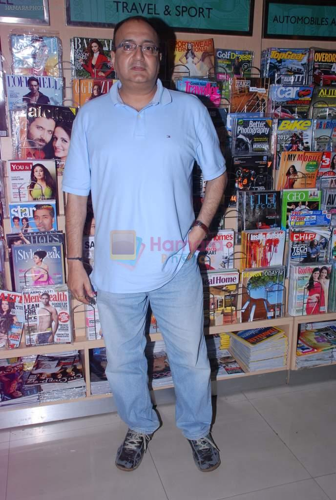 Vivek Vaswani at Labyrinth book launch in Crossword, Mumbai on 12th July 2012