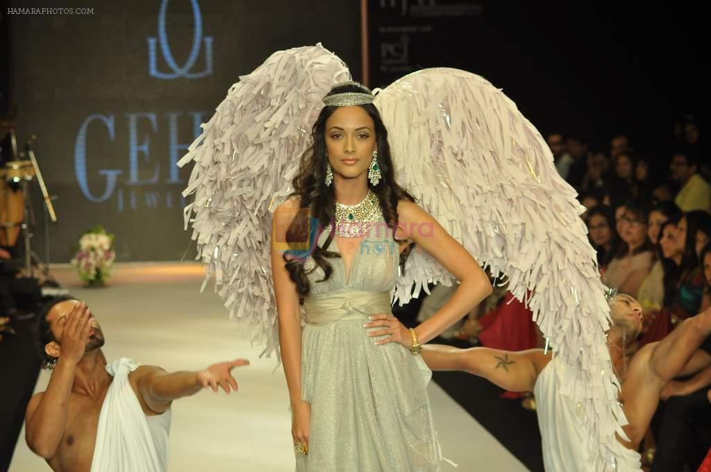 Angela Jonsson walks the ramp for Gehna Jewellers Show at IIJW Day 1 on 19th Aug 2012
