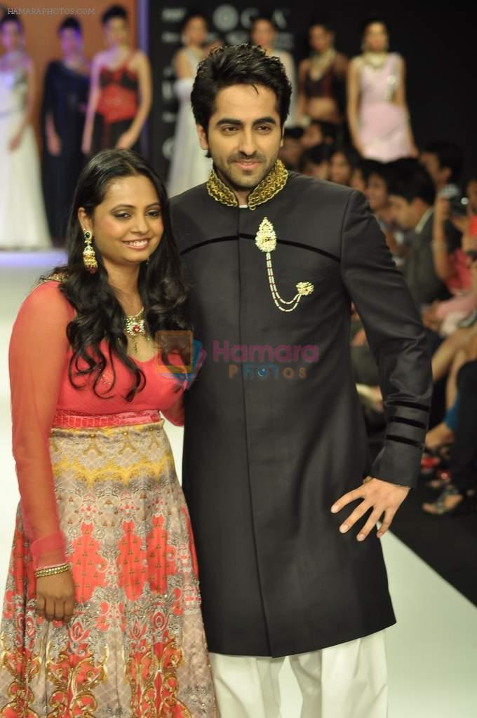 Ayushmann Khurrana walks the ramp for preeti Jewels Show at IIJW Day 2 on 20th Aug 2012