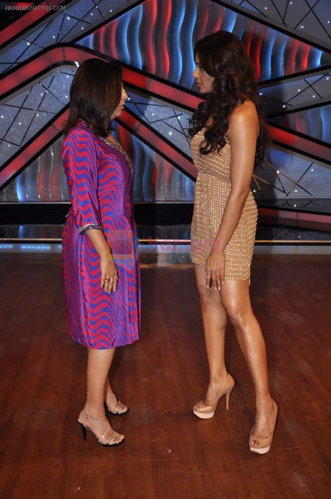 Bipasha Basu, Farah Khan on the sets of Lil Masters in Famous Studio on 28th Aug 2012