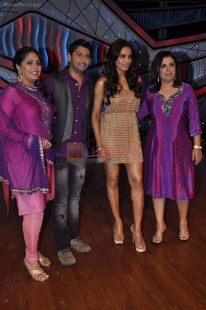 Bipasha Basu, Farah Khan, Geeta Kapoor on the sets of Lil Masters in Famous Studio on 28th Aug 2012