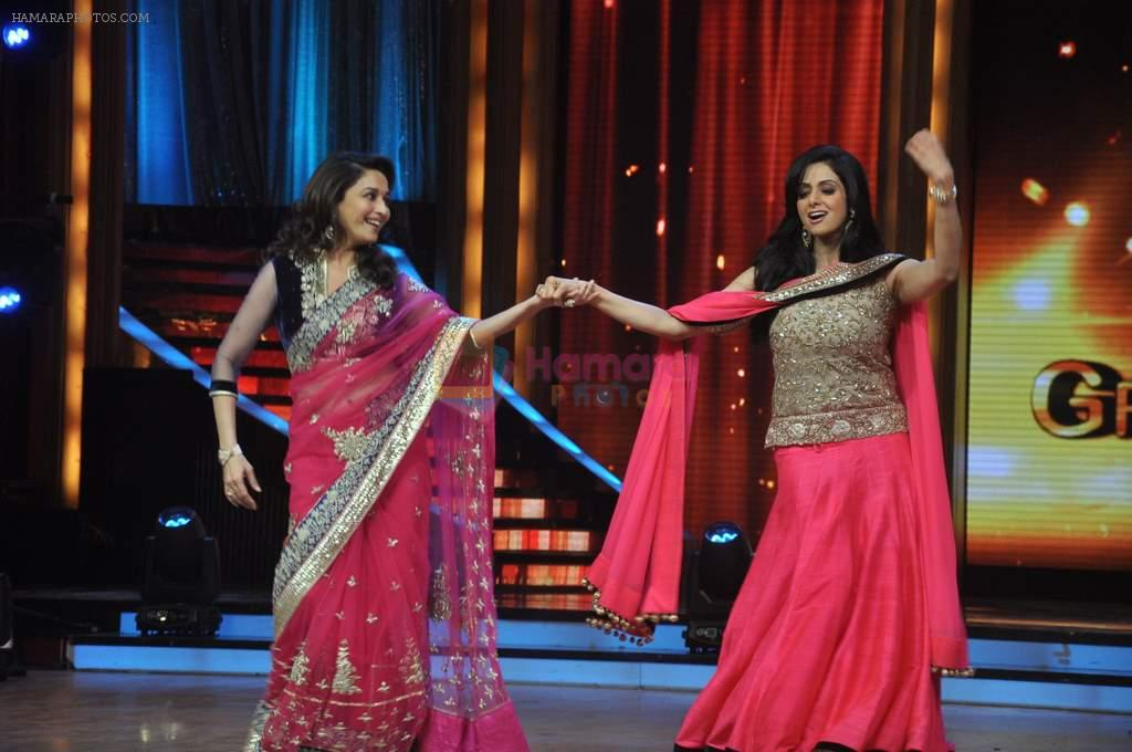 Madhuri Dixit, Sridevi promotes English Vinglish on Jhalak Dikhhla Jaa in Mumbai on 25th Sept 2012