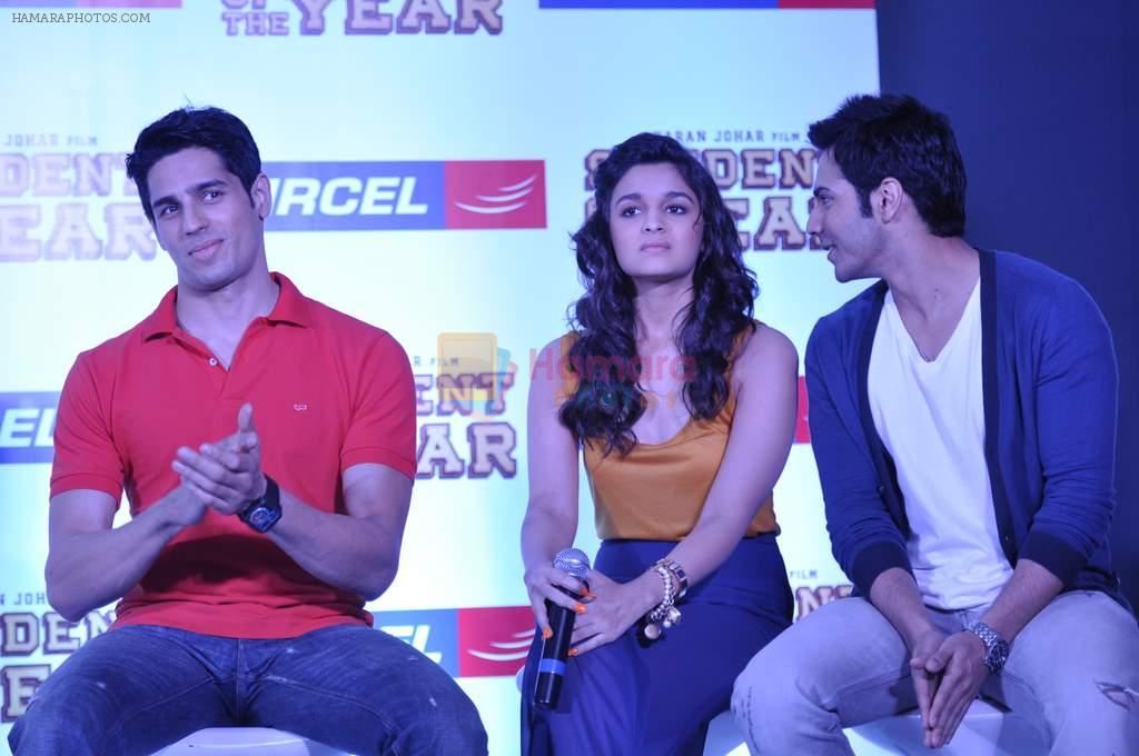 Varun Dhawan, Sidharth Malhotra, Alia Bhatt at Student of the year tie up with Aircel in Taj Hotel, Mumbai on 26th Sept 2012