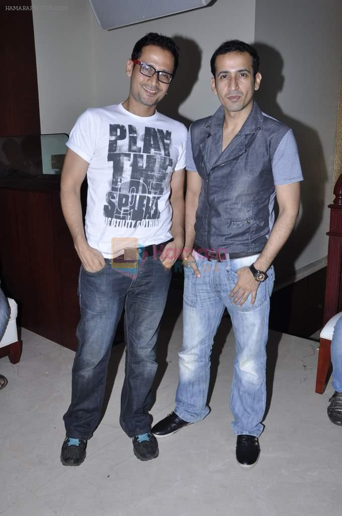 Manmeet Gulzar, Harmeet Gulzar at Biba Singh new single launch in Mumbai on 2nd Oct 2012