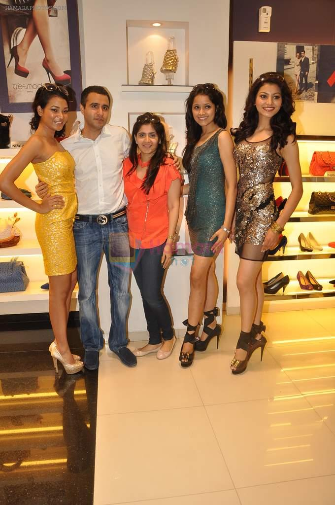 IAM She contestants in Tresmode store on 3rd Oct 2012