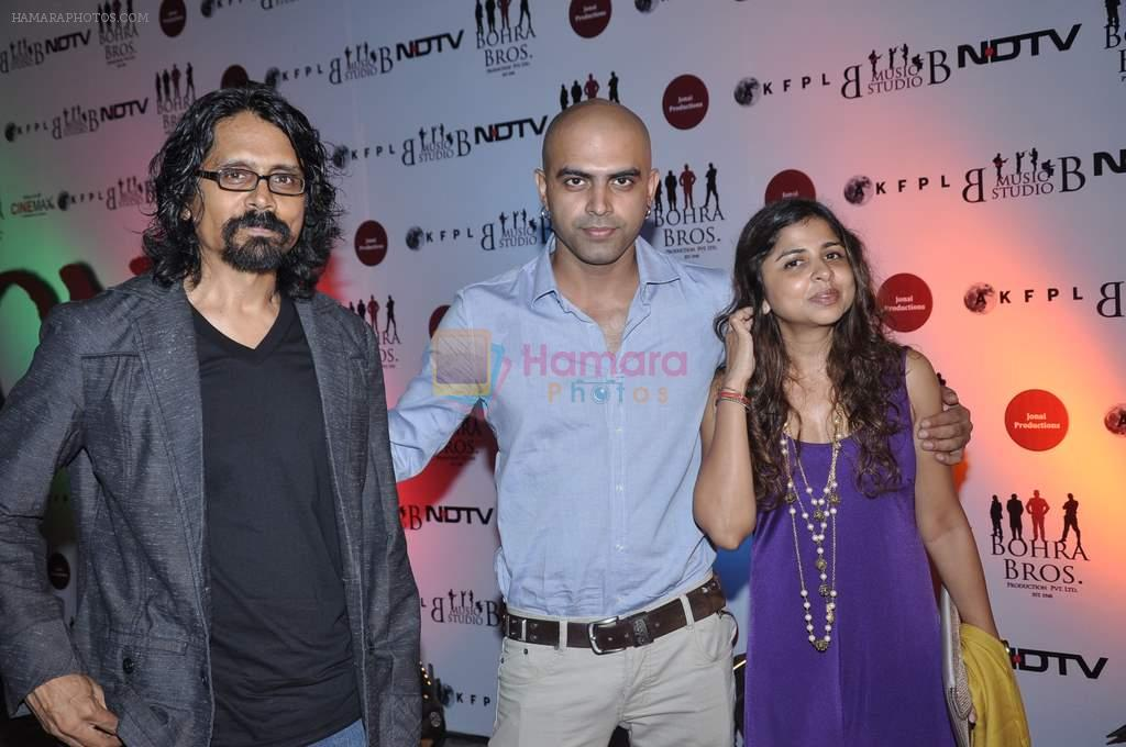 Raghu Ram, Nagesh Kukunoor at the Premiere of Chittagong in Mumbai on 3rd Oct 2012