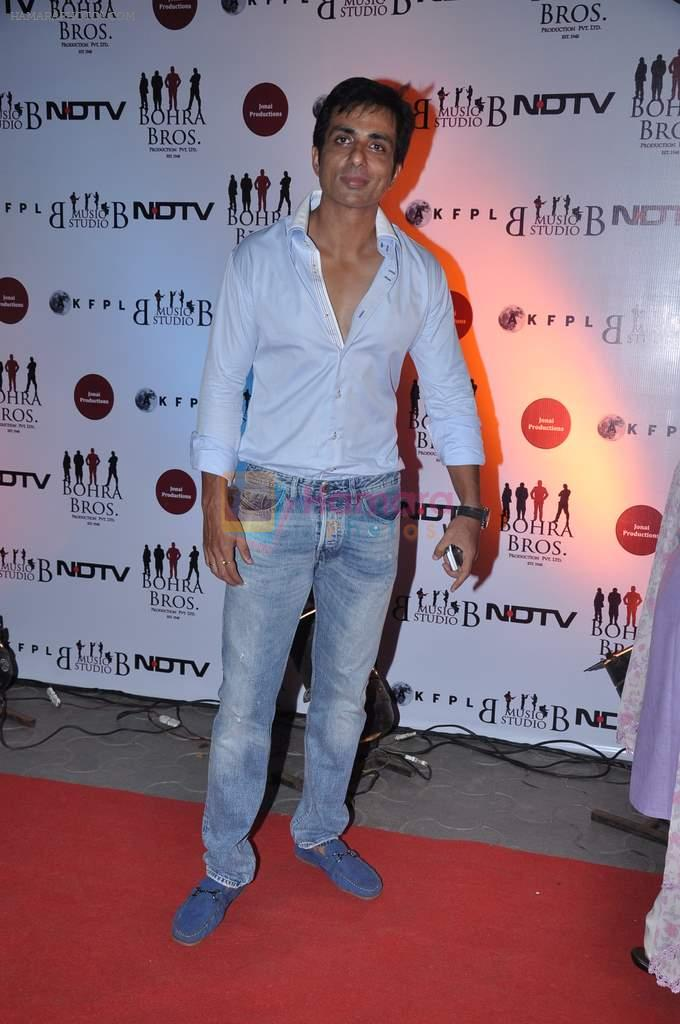 Sonu Sood at the Premiere of Chittagong in Mumbai on 3rd Oct 2012