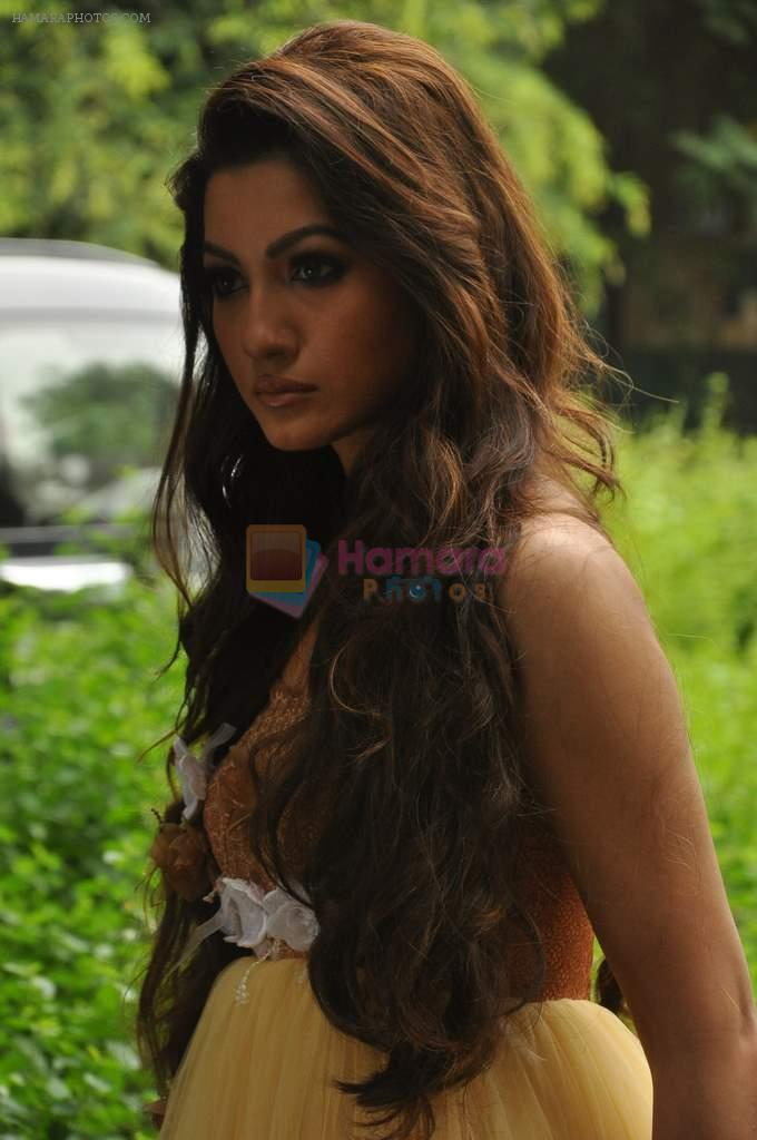 Gauhar Khan shoots for designer Umair Zafar in Andheri, Mumbai on 4th Oct 2012