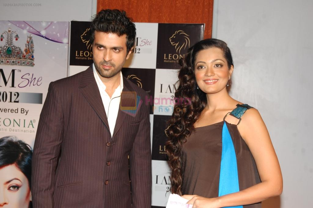 Sheena Chohan along with Mr.Harman Baweja @I am She-2012 finale-pic 3