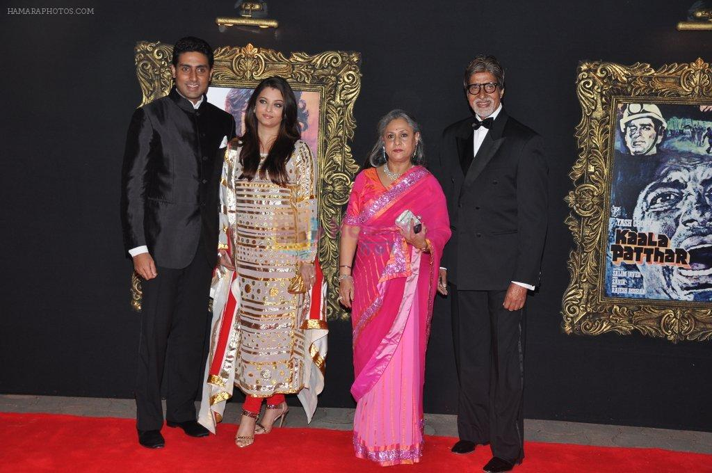 Aishwarya Rai Bachchan, Abhishek Bachchan, Amitabh Bachchan, Jaya Bachchan at the Premiere of Jab Tak Hai Jaan in Yashraj Studio, Mumbai on 16th Nov 2012