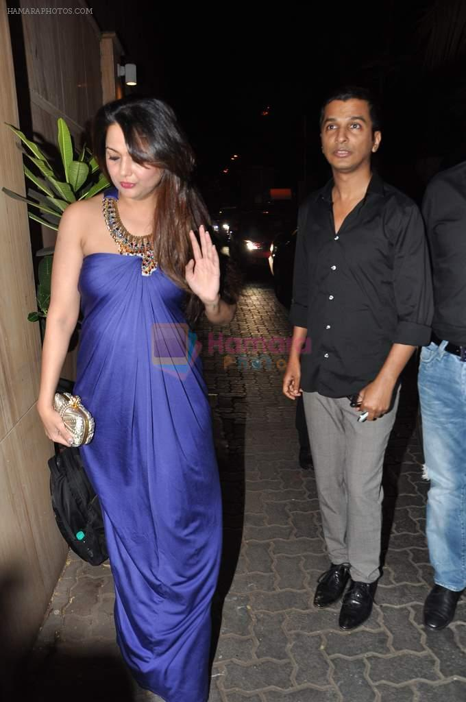 Amrita Arora, Vikram Phadnis at Anu and Sunny Dewan's bash in Mumbai on 24th Dec 2012,1