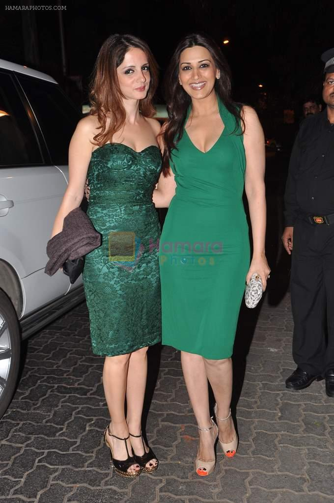 Suzanne Roshan, Sonali Bendre at Anu and Sunny Dewan's bash in Mumbai on 24th Dec 2012,1