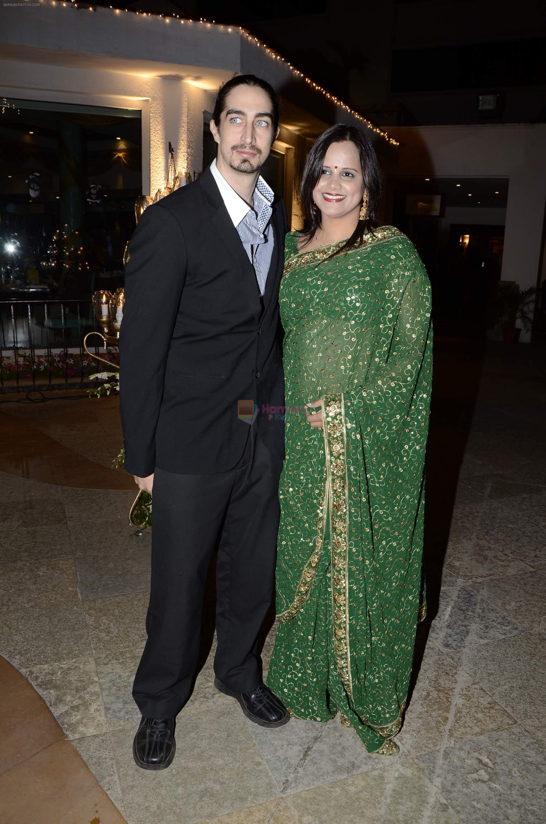 Nisha Harale at Riyaz Amlani and Kiran's wedding reception in Mumbai on 26th Dec 2012