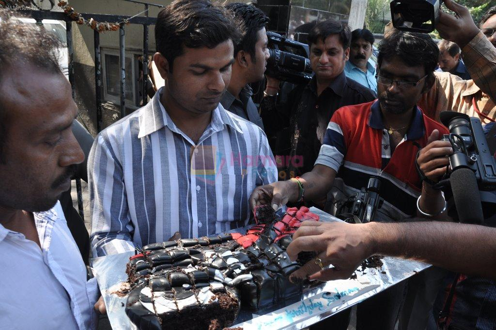 at salman's bday celebrated by fans on 27th Dec 2012