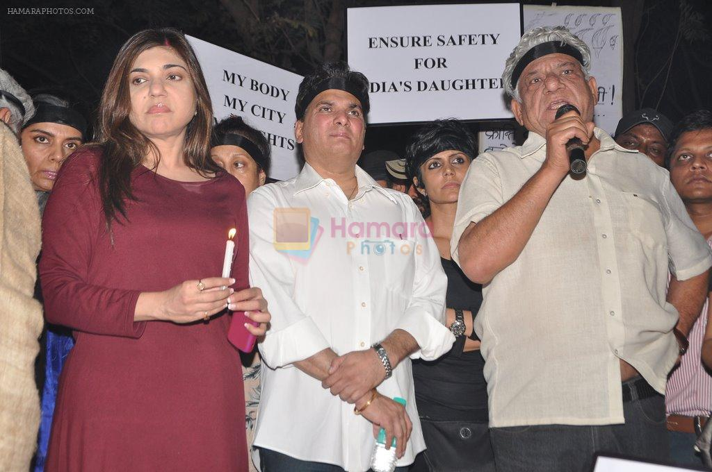 Alka Yagnik at the peace march for the Delhi victim in Mumbai on 29th Dec 2012