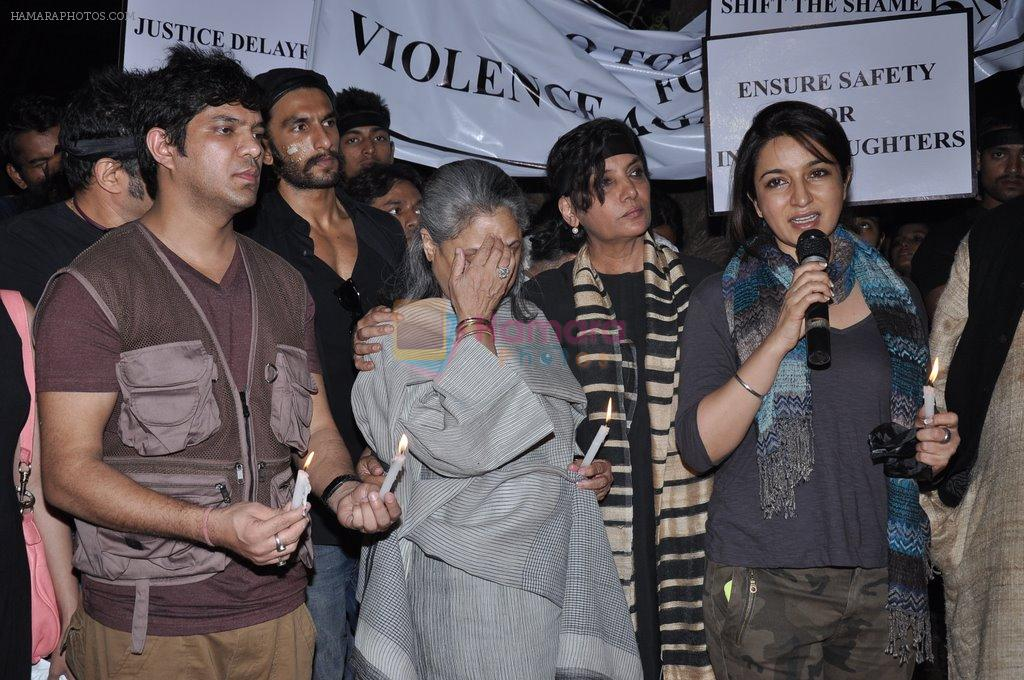Shabana Azmi, Javed AKhtar, Jaya Bachchan at the peace march for the Delhi victim in Mumbai on 29th Dec 2012
