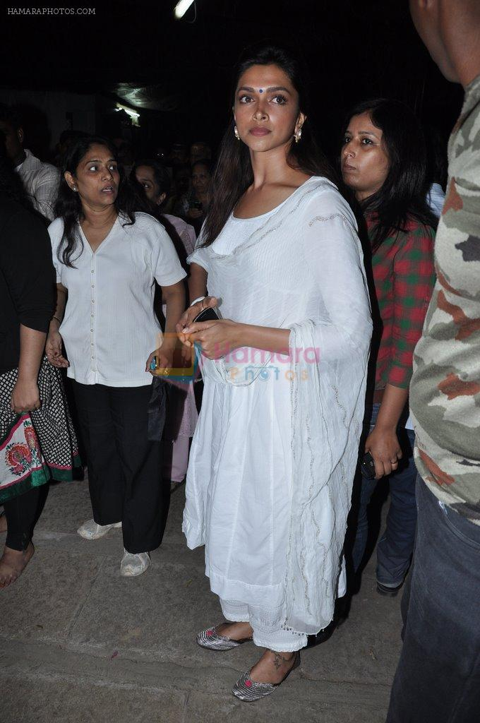 Deepika Padukone at the peace march for the Delhi victim in Mumbai on 29th Dec 2012