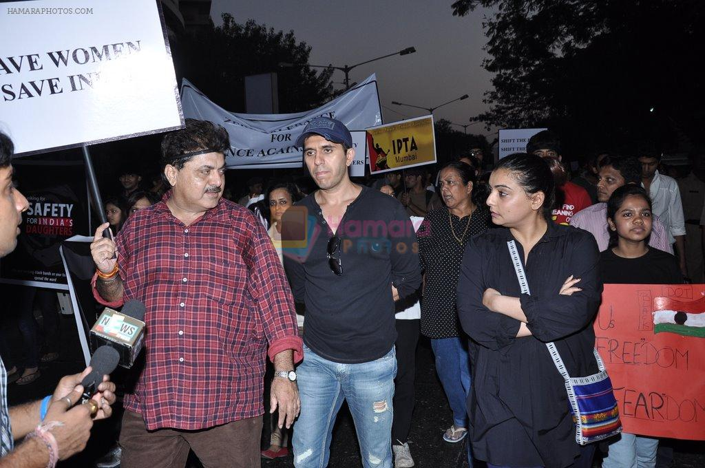 Vaibhavi Merchant, Ritesh Sidhwani at the peace march for the Delhi victim in Mumbai on 29th Dec 2012