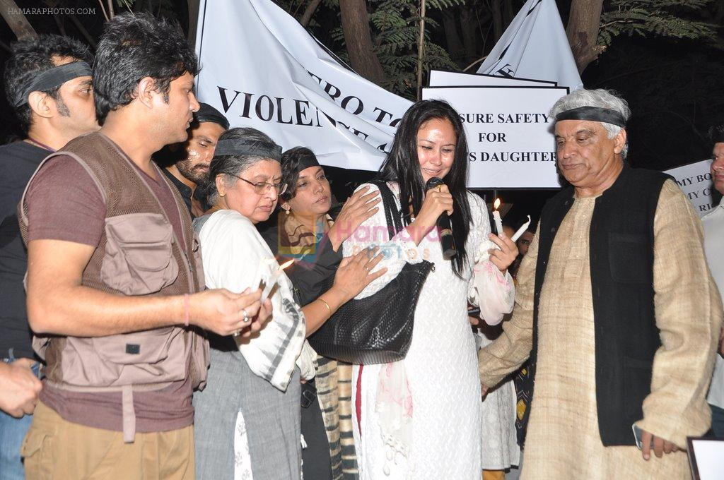 Javed Akhtar at the peace march for the Delhi victim in Mumbai on 29th Dec 2012