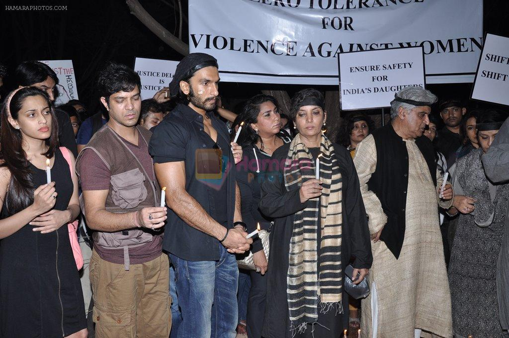 Shabana Azmi, Javed AKhtar at the peace march for the Delhi victim in Mumbai on 29th Dec 2012