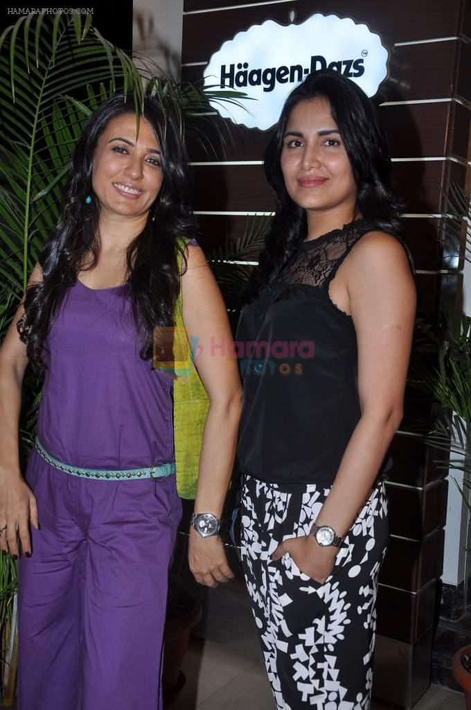 Mini Mathur, Tapur Chatterjee at Haagen Dazs lounge in Bandra, Mumbai on 8th March 2013