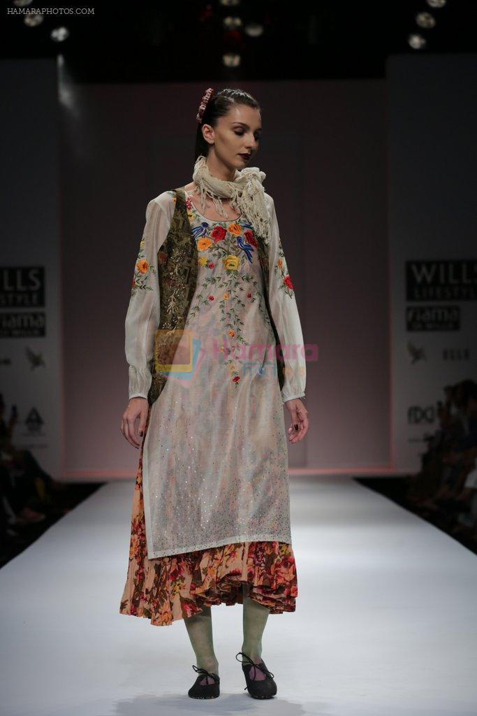 Model walks the ramp for Pratima Pandey Show at Wills Lifestyle India Fashion Week 2013 Day 5 in Mumbai on 17th March 2013