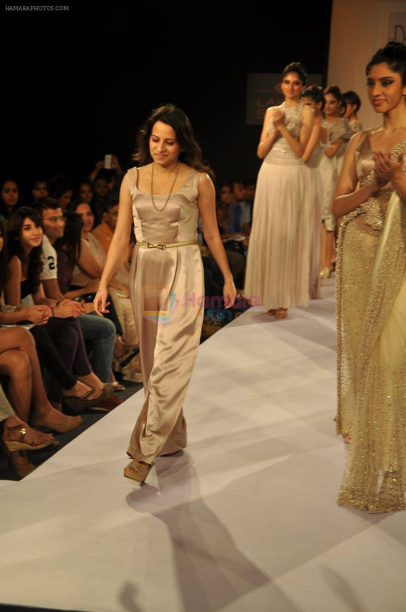 Model walk the ramp for Deepti Pruthi Show at Lakme Fashion Week 2013 Day 1 in Grand Hyatt, Mumbai on 22nd March 2013