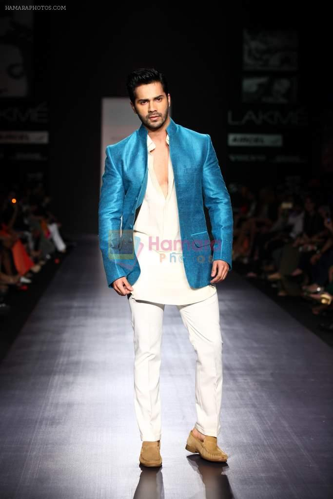 Varun Dhawan walk the ramp for Manish Malhotra Show at Lakme Fashion Week 2013 Day 1 in Grand Hyatt, Mumbai on 22nd March 2013