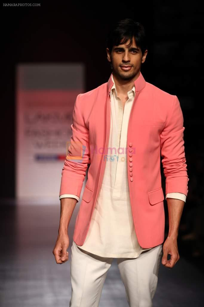 Siddharth Malhotra walk the ramp for Manish Malhotra Show at Lakme Fashion Week 2013 Day 1 in Grand Hyatt, Mumbai on 22nd March 2013