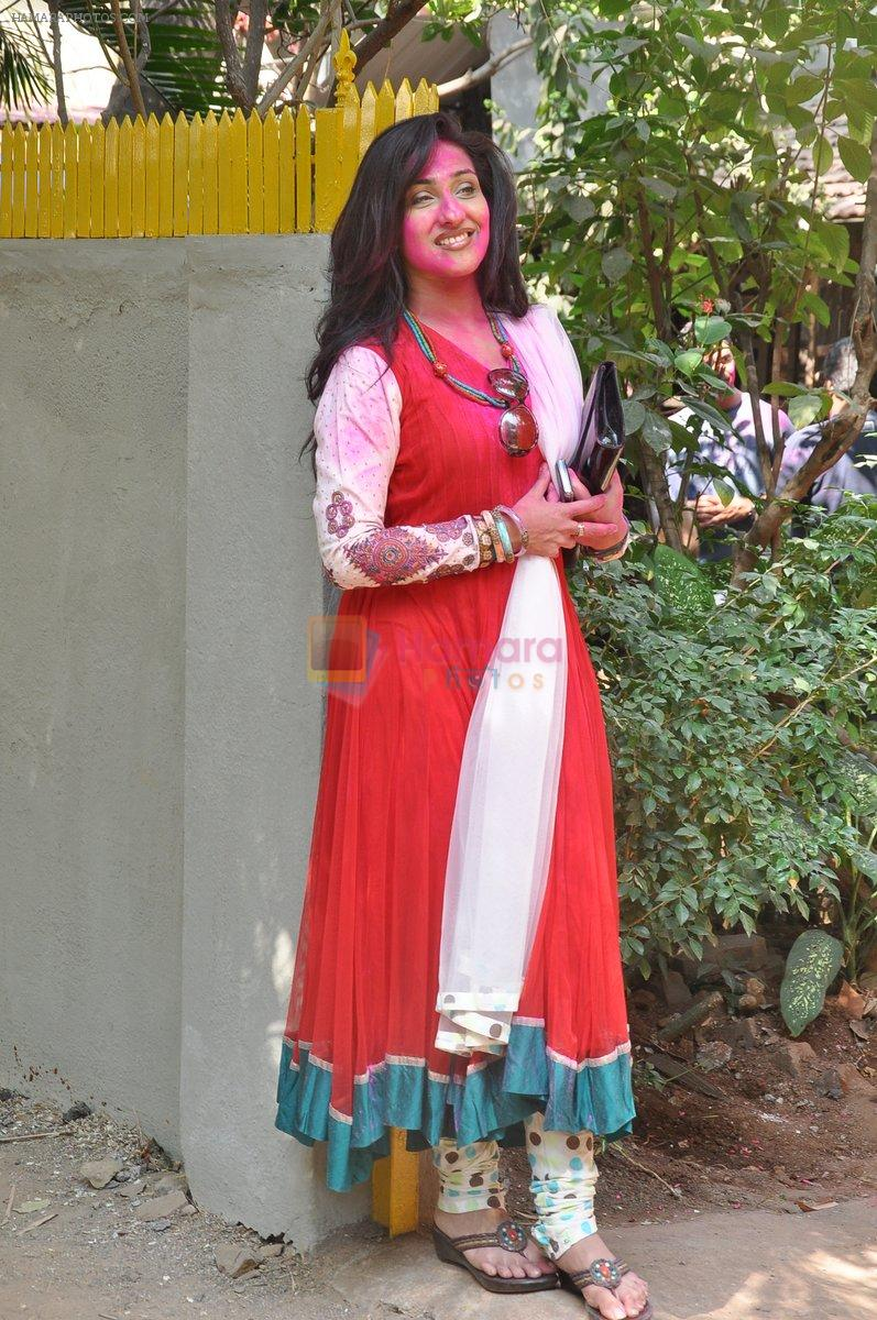 Rituparna Sengupta at Shabana Azmi and Javed Akhtar Holi Celebration in Mumbai on 27th March 2013