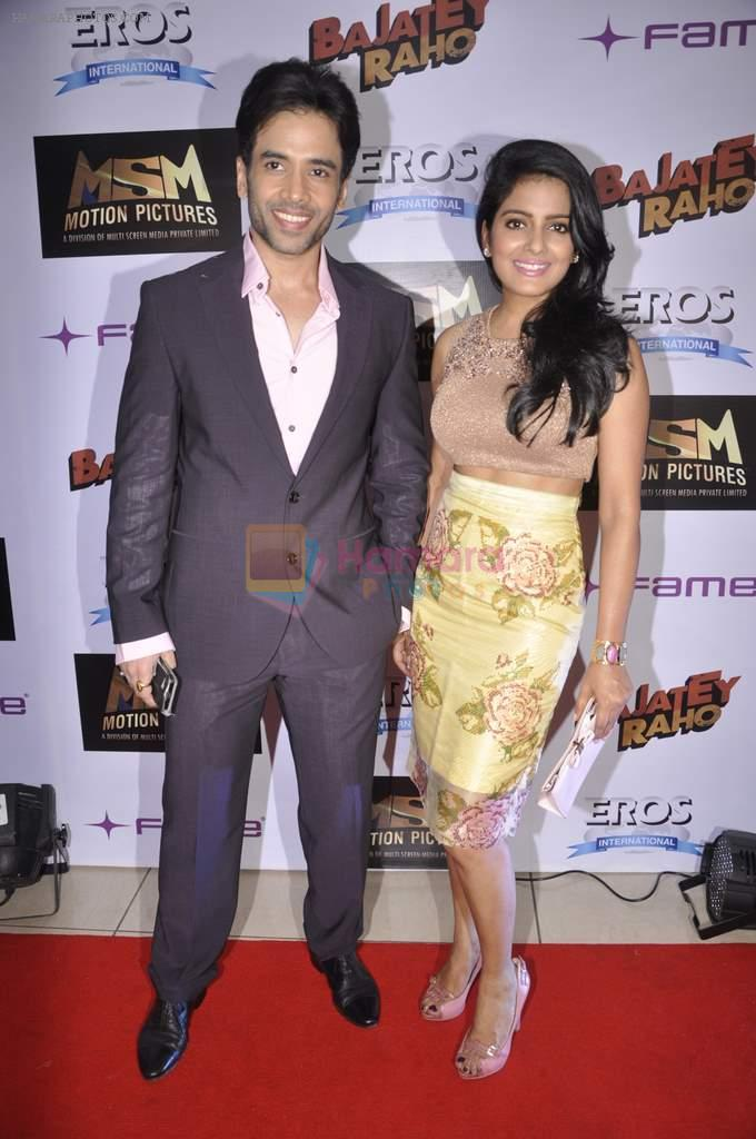 Tusshar Kapoor, Vishakha Singh at Bajatey raho premiere in Mumbai on 25th July 2013