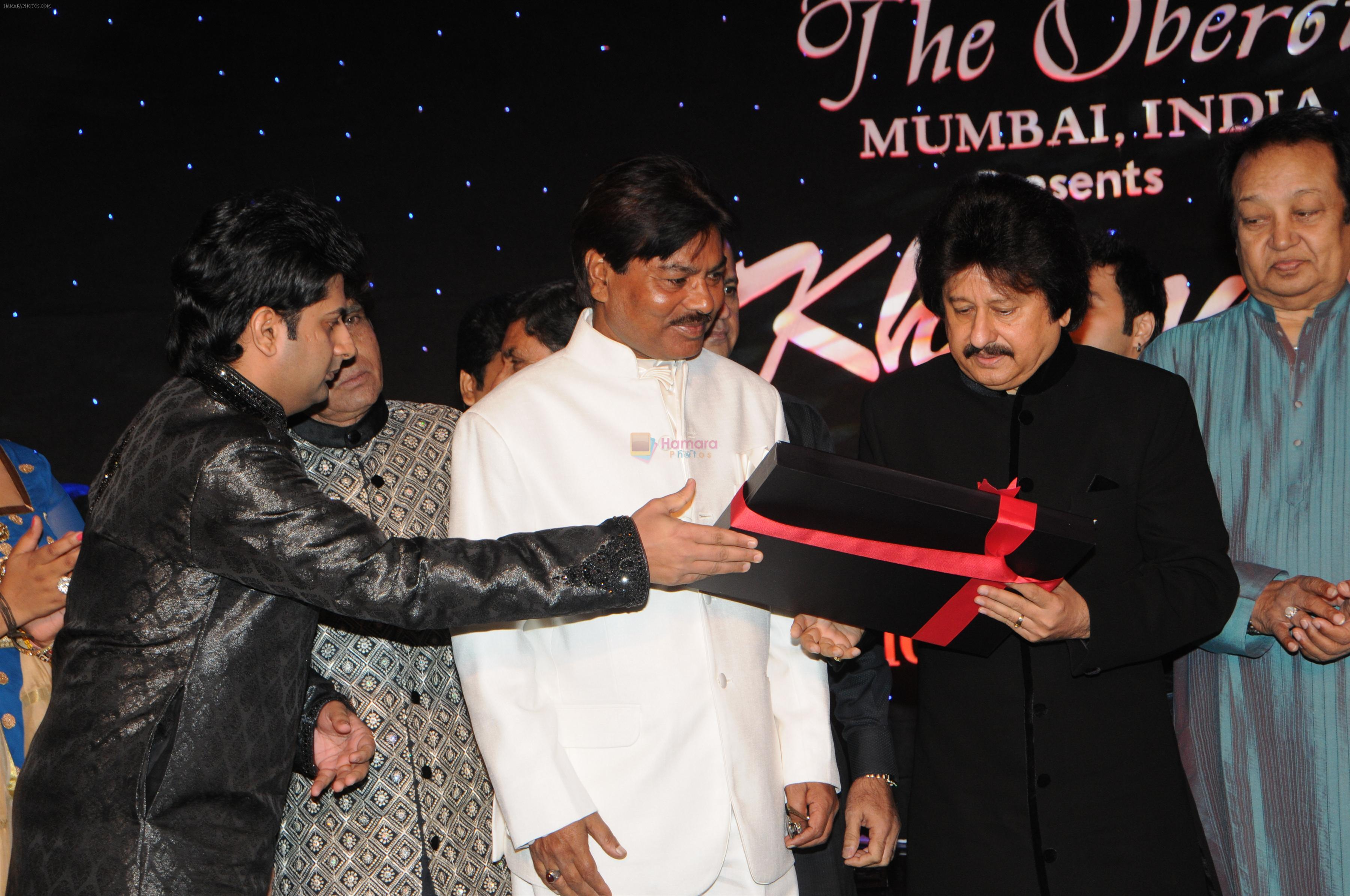 Pankaj Udhas, Bhupinder Singh at Pankaj Udhas's Khazana concert in Trident, Mumbai on 26th July 2013