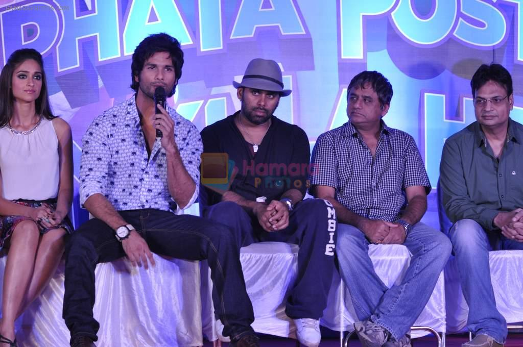 Ileana Dcruz, Shahid Kapoor, Bosco Martis at the Launch of Tu Mere Agal Bagal Hai song from Phata Poster Nikhla Hero in Mehboob, Mumbai on 26th July 2013