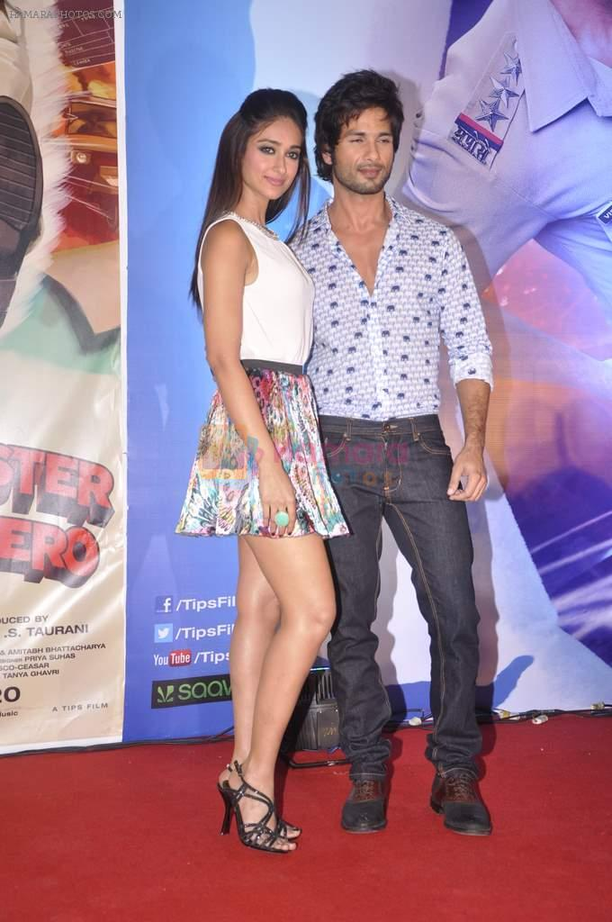 Ileana Dcruz, Shahid Kapoor at the Launch of Tu Mere Agal Bagal Hai song from Phata Poster Nikhla Hero in Mehboob, Mumbai on 26th July 2013