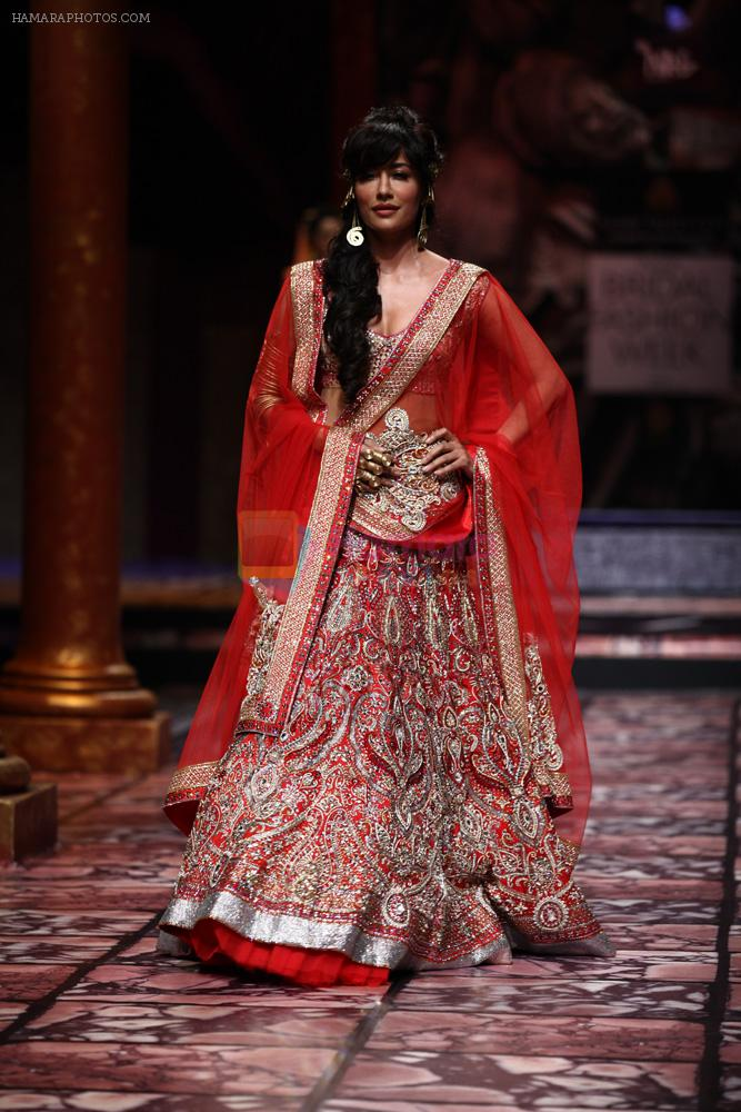 Chitrangada Singh walks for Designer Suneet Varma in Delhi on 27th July 2013