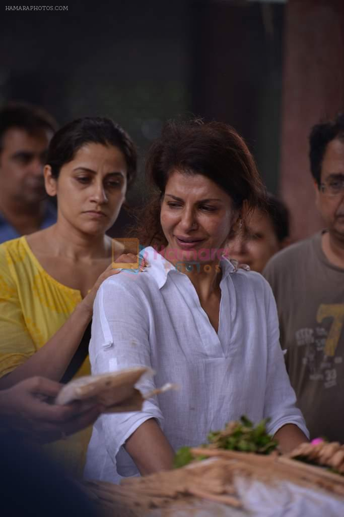 Anita Raj at Anita Raj's Father Jagdish Raj funeral in Vile Parle, Mumbai on 28th July 2013