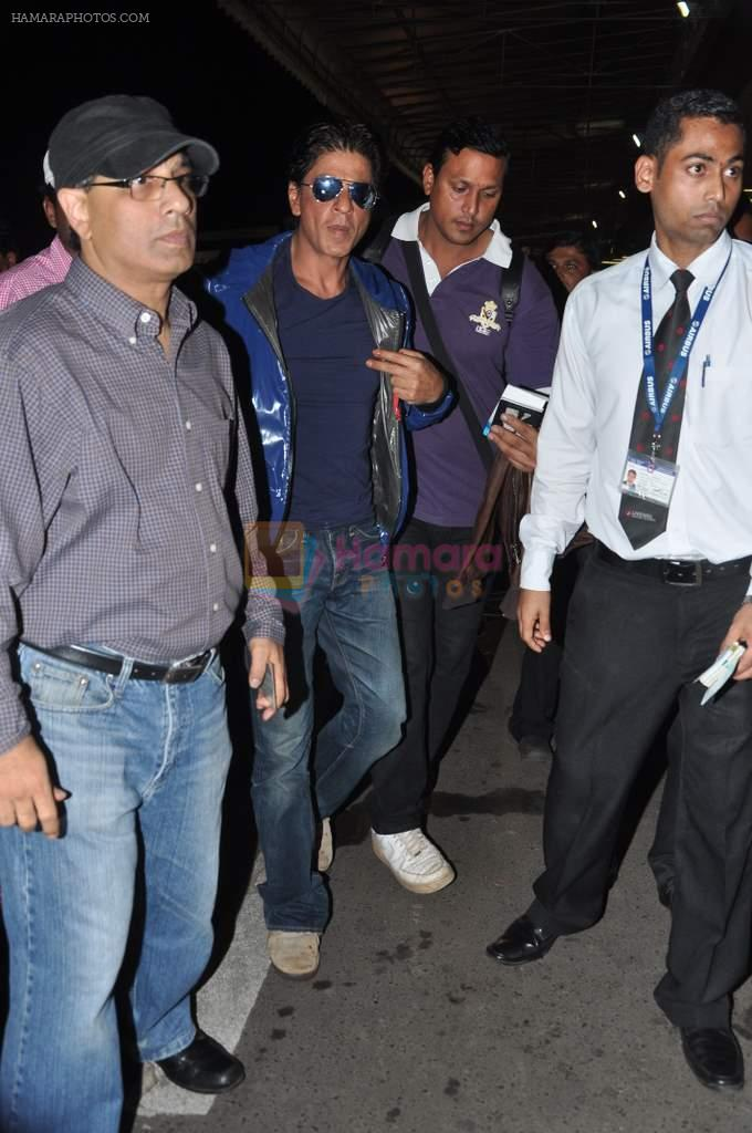 Shahrukh Khan leaves for London in Mumbai Airport on 29th July 2013