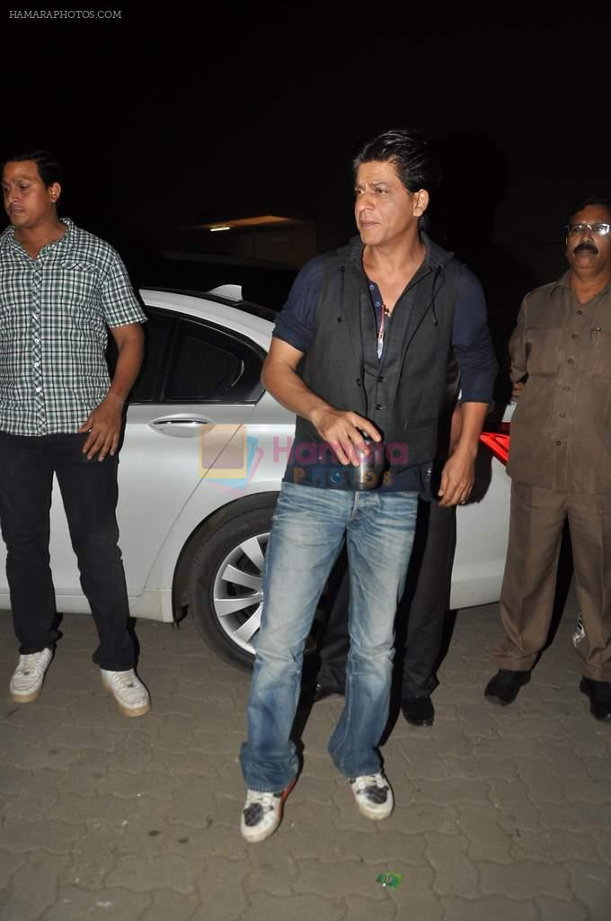 Shahrukh Khan snapped during photoshoot at Mehboob Studios in Mumbai on 6th Aug 2013