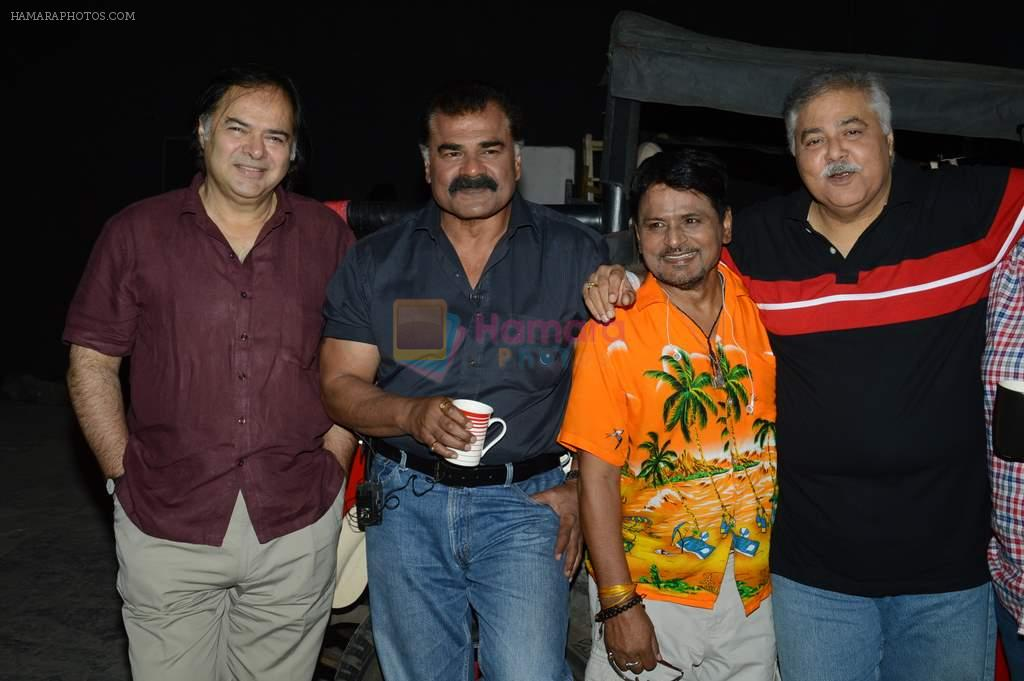 Raghubir Yadav, Farooq Sheikh, Satish Shah, Tinnu Anand at Photo shoot with the cast of Club 60 in Filmistan, Mumbai on 7th Aug 2013