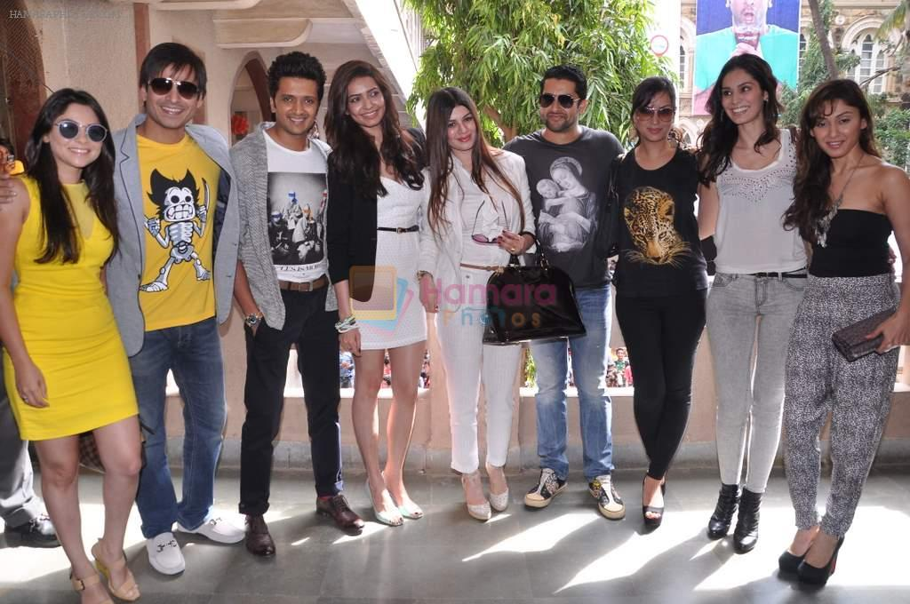 Riteish, Vivek, Aftab, Sonalee Kulkarni, _Maryam Zakaria, _Bruna Abdullah, _Karishma Tanna, Kainaat, Manjari at Grand Masti promotions in Malhar, Mumbai on 17th Aug 2013