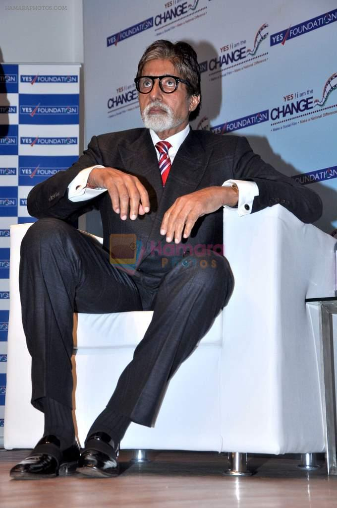 Amitabh Bachchan at Yes Bank Awards event in Mumbai on 1st Oct 2013