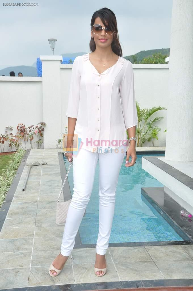 Mugdha Godse at a real estate project launch in Khapoli, Mumbai on 6th Oct 2013