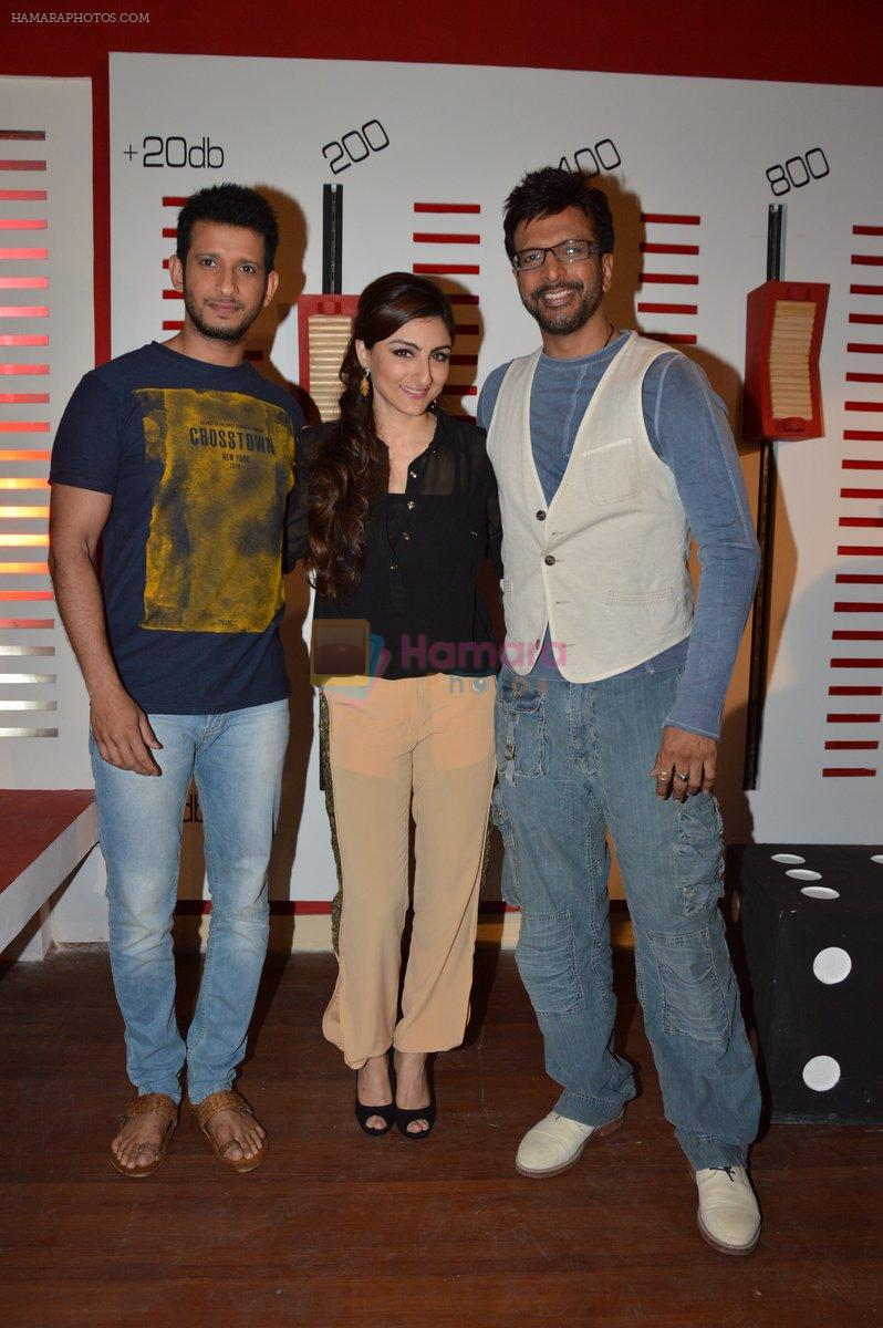 Soha Ali Khan, Javed Jaffrey, Sharman Joshi promote War Chhod Na Yaar on the sets of Channel V D3 Sets in Mumbai on 6th Oct 2013