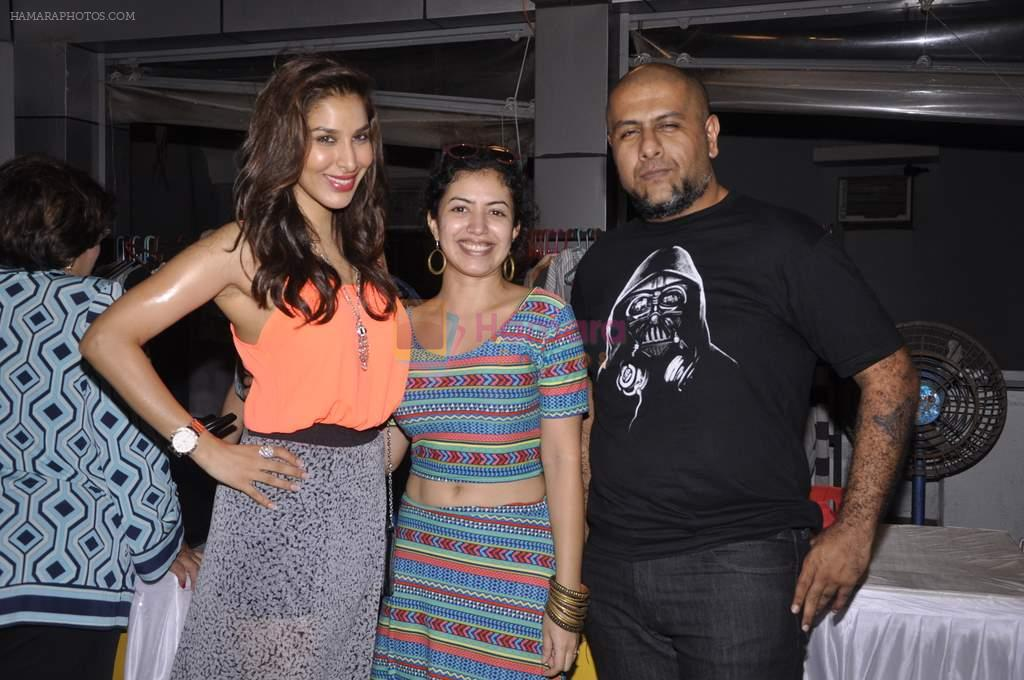 Sophie Chaudhary, Vishal Dadlani at Jeane Claude Biguine garage sale for charity in Bandra, Mumbai on 6th Oct 2013