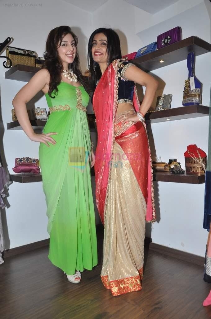 Anisa, Shibani Kashyap at Zanaya Couture store in Kemps Corner, Mumbai on 6th Oct 2013
