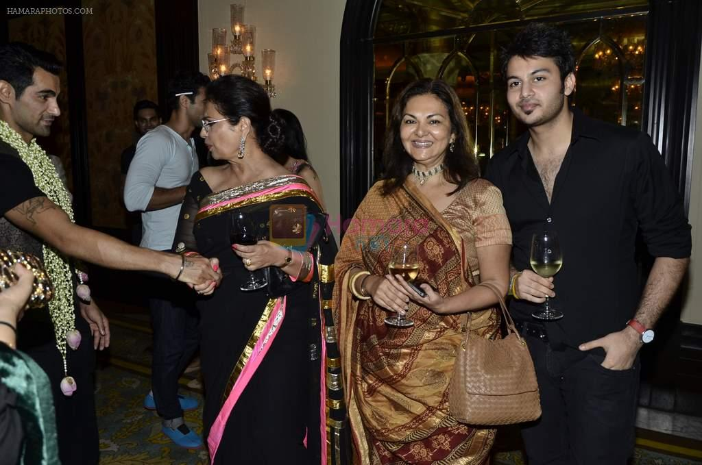at Abu Jani's The Golden Peacock show for Sahachari Foundation in Mumbai on 7th Oct 2013