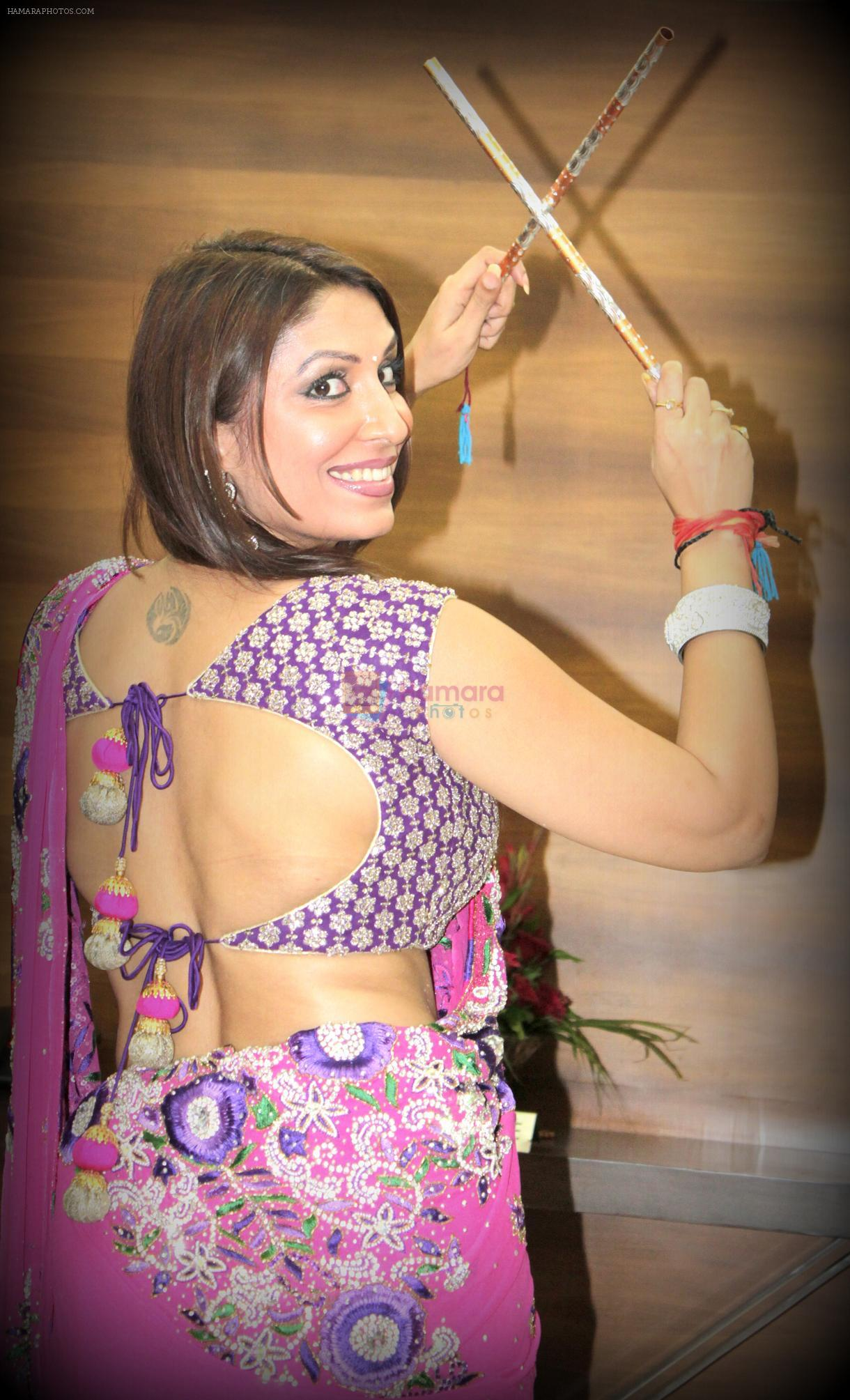 Pooja Misrra sizzles in Ahmedabad for Navratri, Promotes her upcoming movie Hum Baaja Baja Denge on 5th Oct 2013