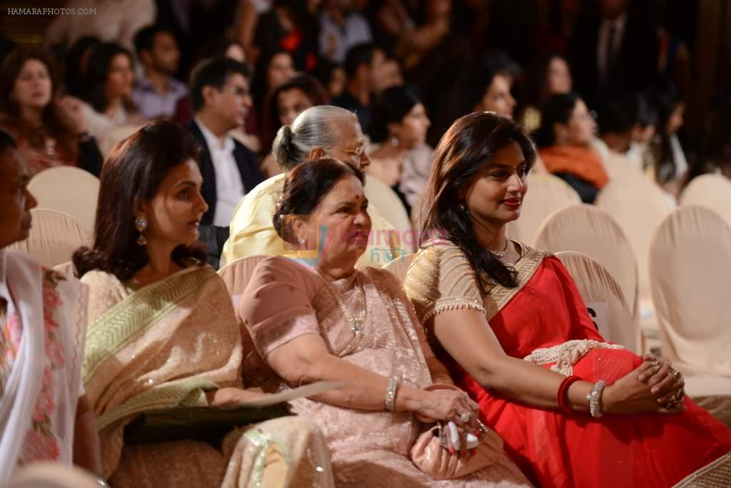 Kokilaben Ambani at Abu Jani's The Golden Peacock show for Sahachari Foundation in Mumbai on 7th Oct 2013