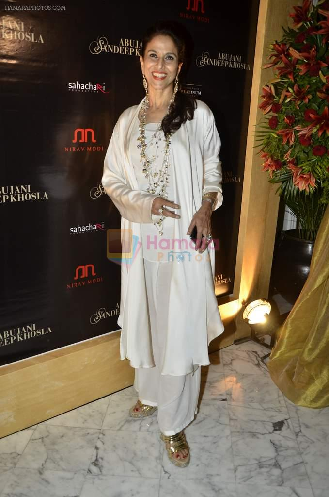 Shobha De at Abu Jani's The Golden Peacock show for Sahachari Foundation in Mumbai on 7th Oct 2013